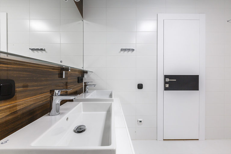 Application_glass-panel-bathroom